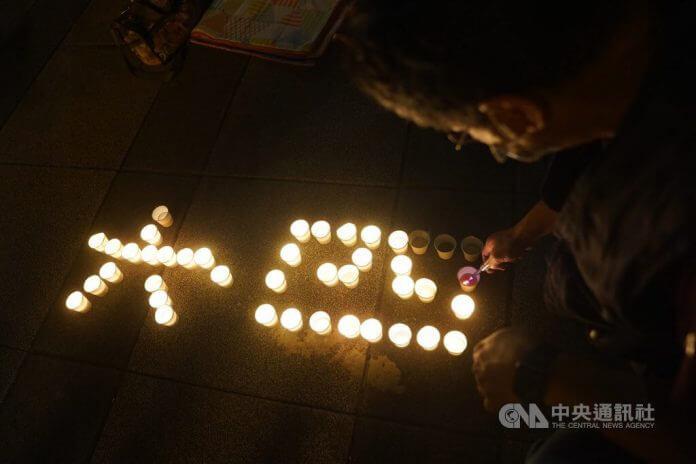 S svečami zapisani številki